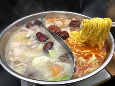 の弥七×鳥藤 中国火鍋 鶏肉と潮天辣椒の極み 【仕切り鍋付きセット】